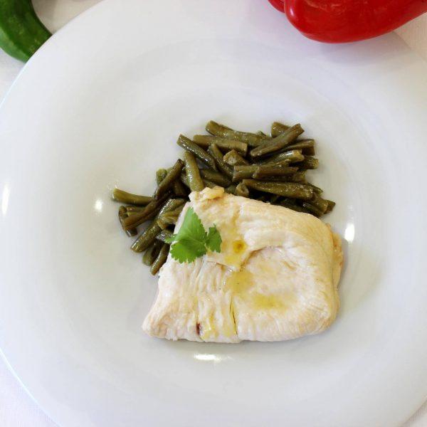 San Jacobo de pollo y judías verdes cocidas