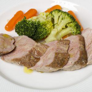 Solomillo de pavo a la mostaza con salteado de verduras